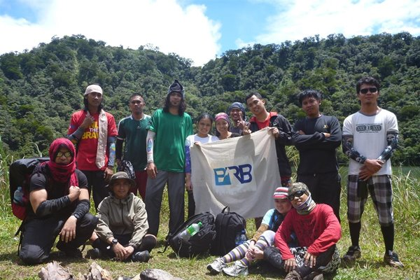Bye bye Lake Nailig. We didn't have the chance to have our group picture taken at the summit because it was too small.