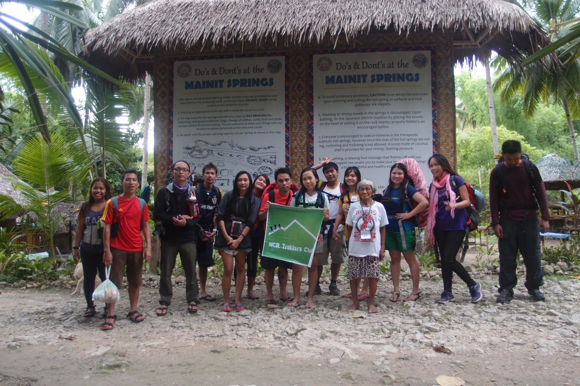 Group picture before leaving Mainit Springs!