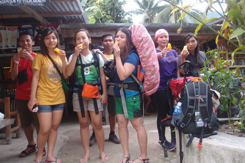 Ice candy stop! my bag looks longer 'cause I put the jacket on top. :D Used the huband's bag for this trip!