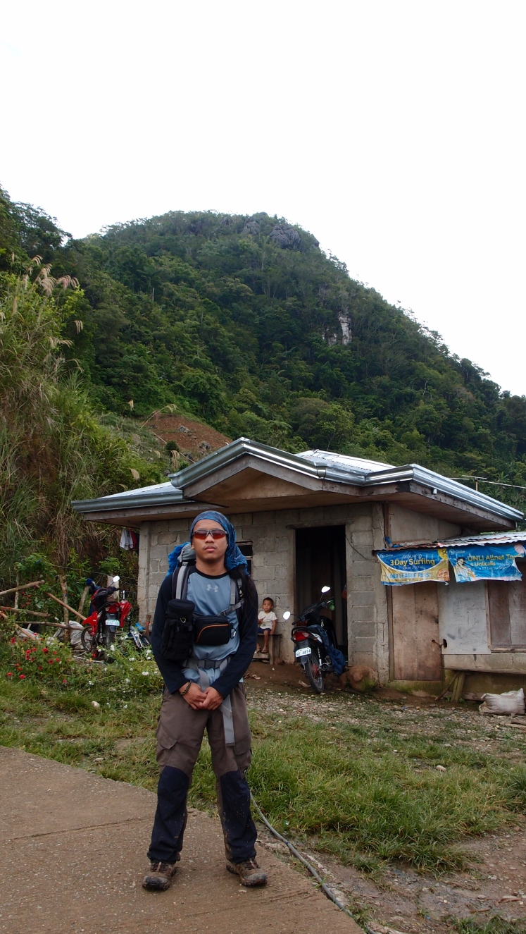 The husband taking a pose with Mauyog when we arrived at the foot.